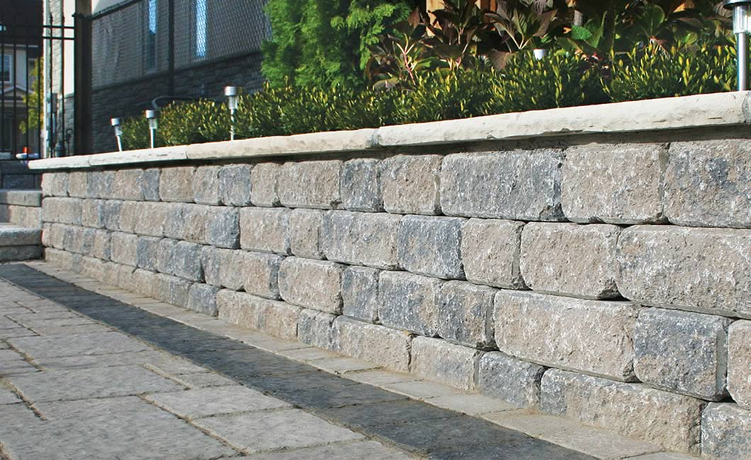 Image of a walkway and wall featuring Palladio Antico and Strada Nova (Beige Mix) products