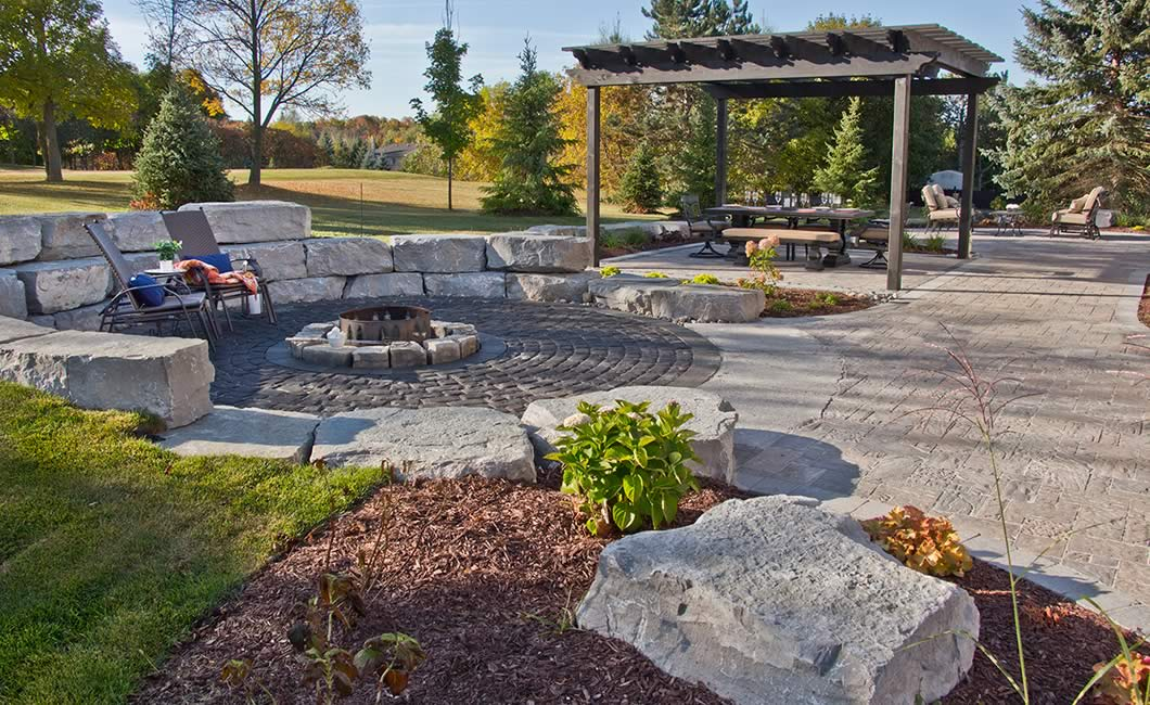 Image of a stone patio featuring Moderna and Corso (Ultra Black) product