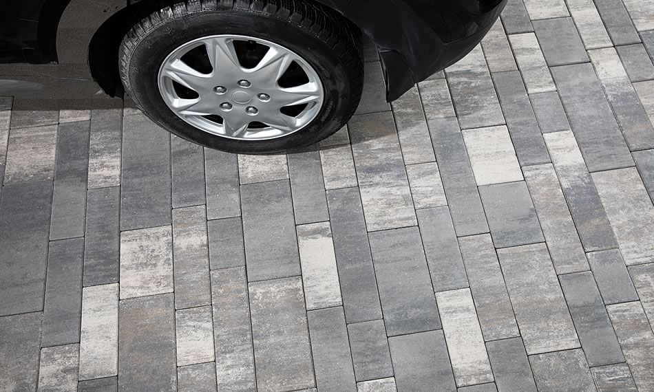 Image of a driveway featuring Manhattan Plank product